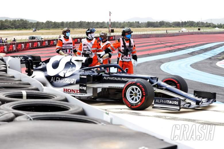 Yuki Tsunoda (JPN) AlphaTauri AT02 crashed out of qualifying.