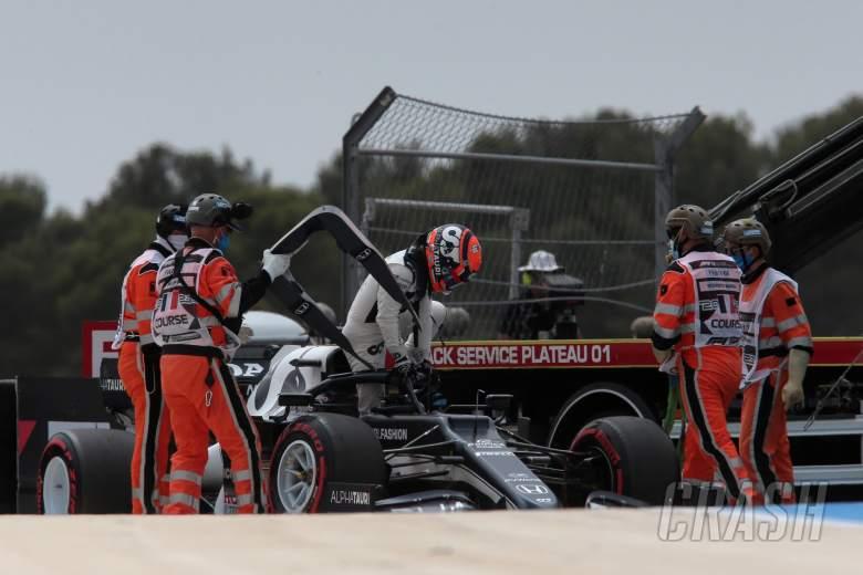 Yuki Tsunoda (JPN) AlphaTauri AT02 crashed in qualifying.