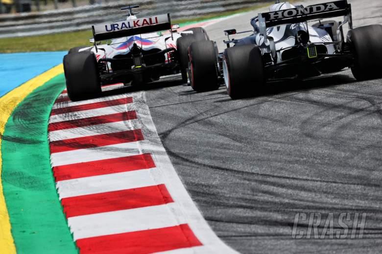 Nikita Mazepin (RUS) Haas F1 Team VF-21 and Yuki Tsunoda (JPN) AlphaTauri AT02.