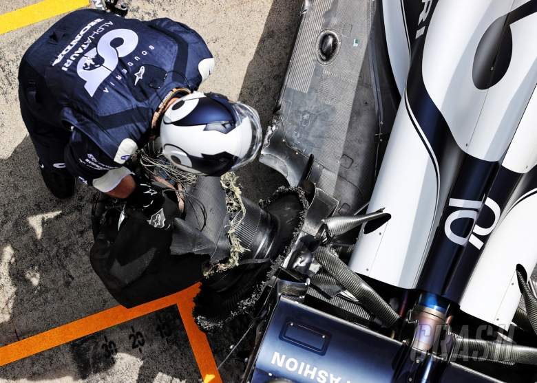 Pierre Gasly (FRA) AlphaTauri AT02 in the pits with damaged rear suspension and wheel at the start of the race.