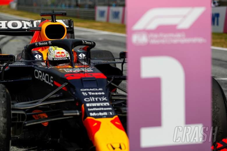 Pemenang balapan Max Verstappen (NLD) Red Bull Racing RB16B di parc ferme.