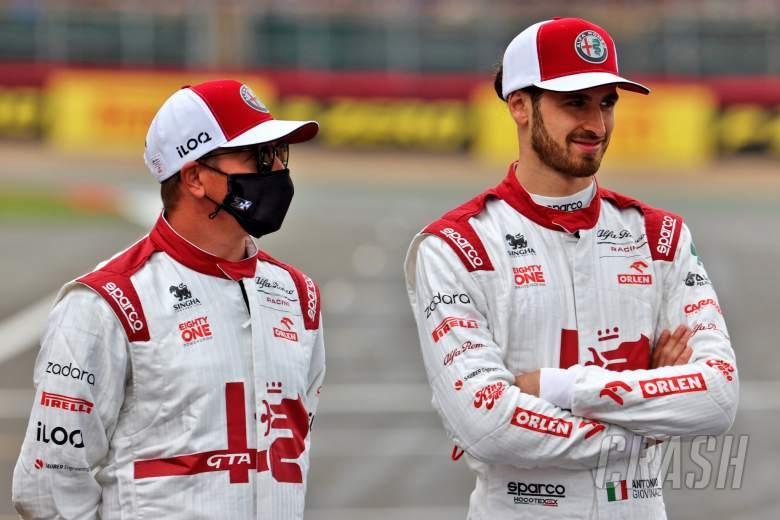 (L to R): Kimi Raikkonen (FIN) Alfa Romeo Racing and team mate Antonio Giovinazzi (ITA) Alfa Romeo Racing - 2022 Car Launch.