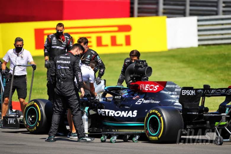Lewis Hamilton (GBR) Mercedes AMG F1 W12 on the grid.