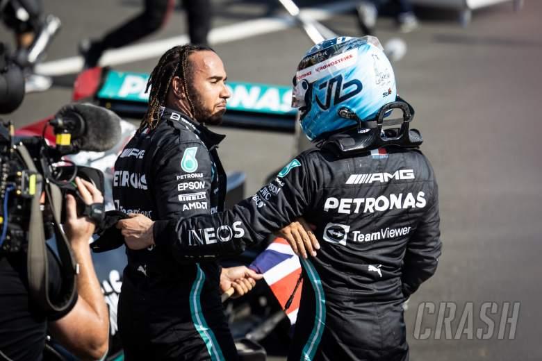 Juara 1 Lewis Hamilton (GBR) Mercedes AMG F1 dengan Valtteri Bottas (FIN) Mercedes AMG F1.