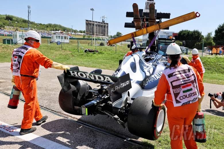 The AlphaTauri AT02 of Yuki Tsunoda (JPN) AlphaTauri, who crashed in the first practice session.
