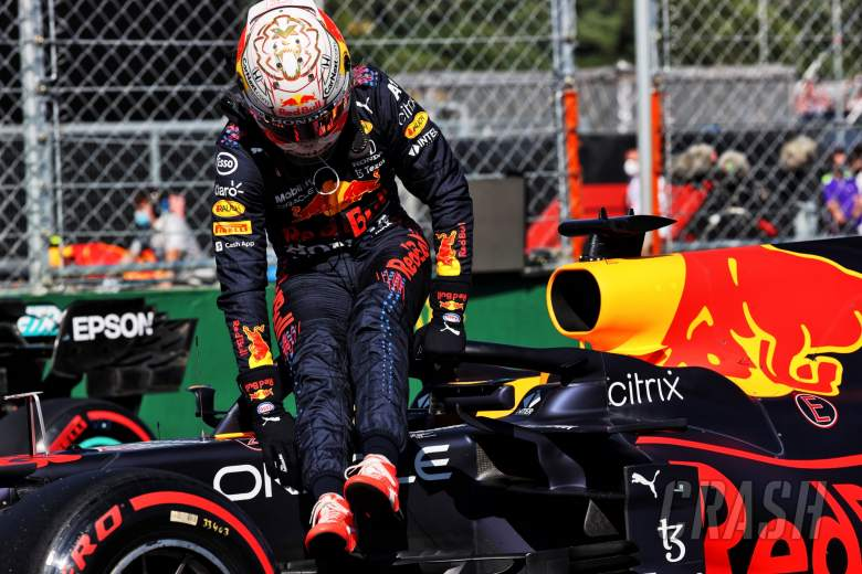 Max Verstappen (NLD) Red Bull Racing RB16B in qualifying parc ferme.