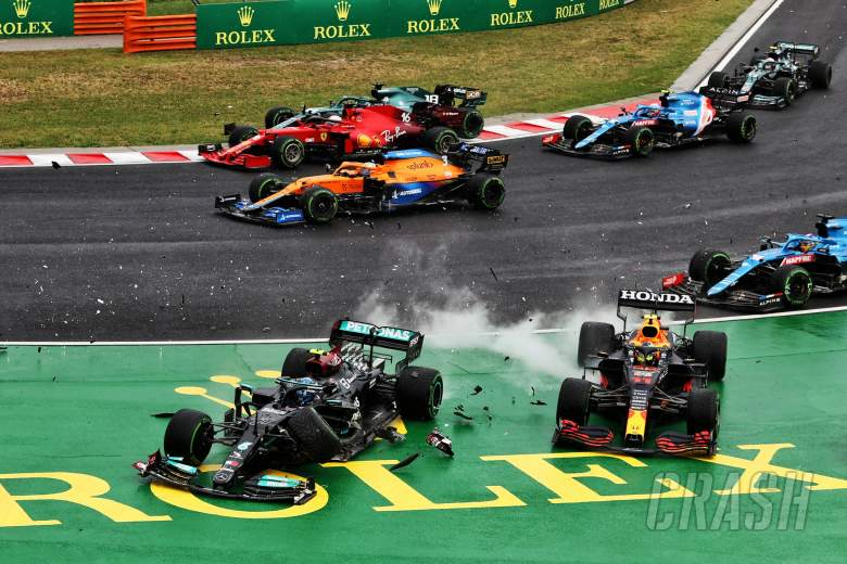 Valtteri Bottas (FIN) Mercedes AMG F1 W12 and Sergio Perez (MEX) Red Bull Racing RB16B crash at the start of the race.