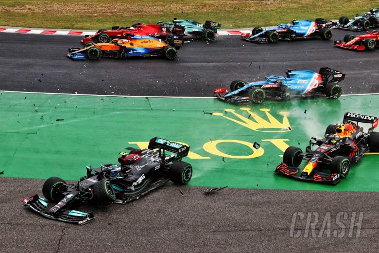 Valtteri Bottas (FIN) Mercedes AMG F1 W12 and Sergio Perez (MEX) Red Bull Racing RB16B crash out at the start of the race as Lance Stroll (CDN) Aston Martin F1 Team AMR21 crashes into Charles Leclerc (MON) Ferrari SF-21.