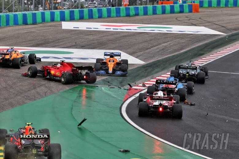 Crash at the start of the race - Sergio Perez (MEX) Red Bull Racing RB16B, Charles Leclerc (MON) Ferrari SF-21; Daniel Ricciardo (AUS) McLaren MCL35M and Lando Norris (GBR) McLaren MCL35M.