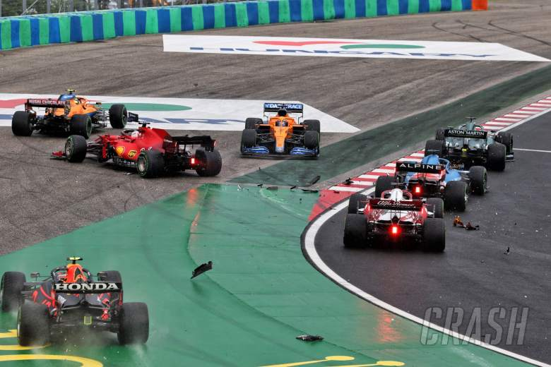 Crash at the start of the race - Sergio Perez (MEX) Red Bull Racing RB16B; Charles Leclerc (MON) Ferrari SF-21; Lando Norris (GBR) McLaren MCL35M; Daniel Ricciardo (AUS) McLaren MCL35M.