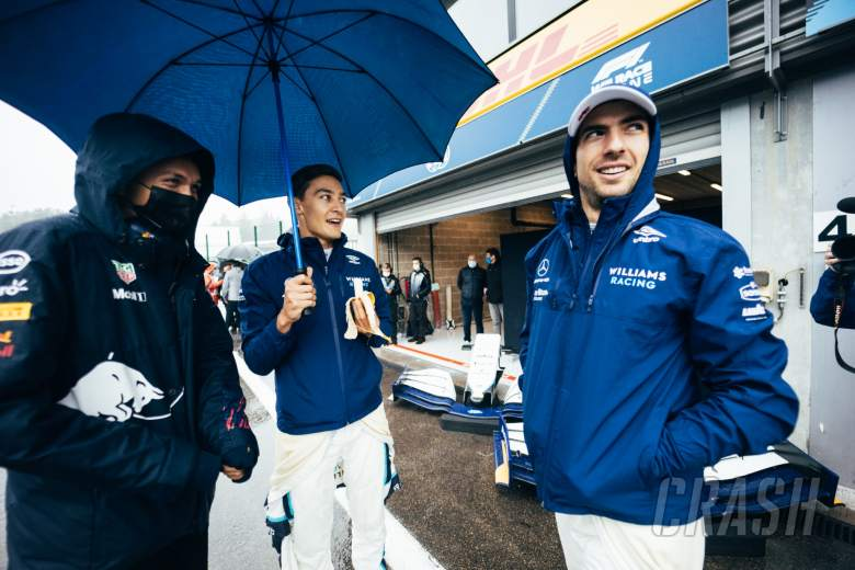 (L to R): Alexander Albon (THA) Red Bull Racing Reserve and Development Driver; George Russell (GBR) Williams Racing; and Nicholas Latifi (CDN) Williams Racing, in the pits while the race is stopped.