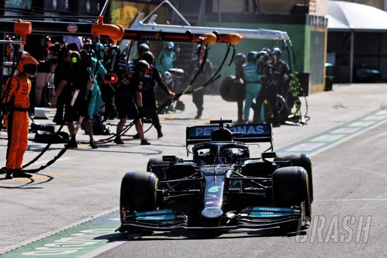 Lewis Hamilton (GBR) Mercedes AMG F1 W12 makes a pit stop.