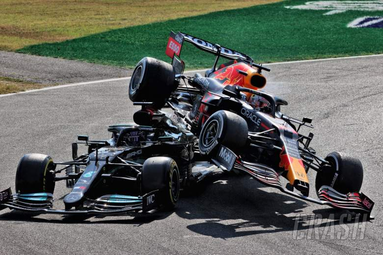 Max Verstappen (NLD) Red Bull Racing RB16B and Lewis Hamilton (GBR) Mercedes AMG F1 W12 crash at the first chicane.