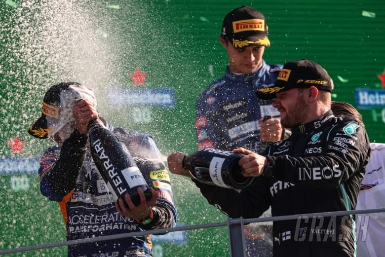 Daniel Ricciardo(AUS)和Valtteri Bottas(Fin),梅赛德斯AMG F1