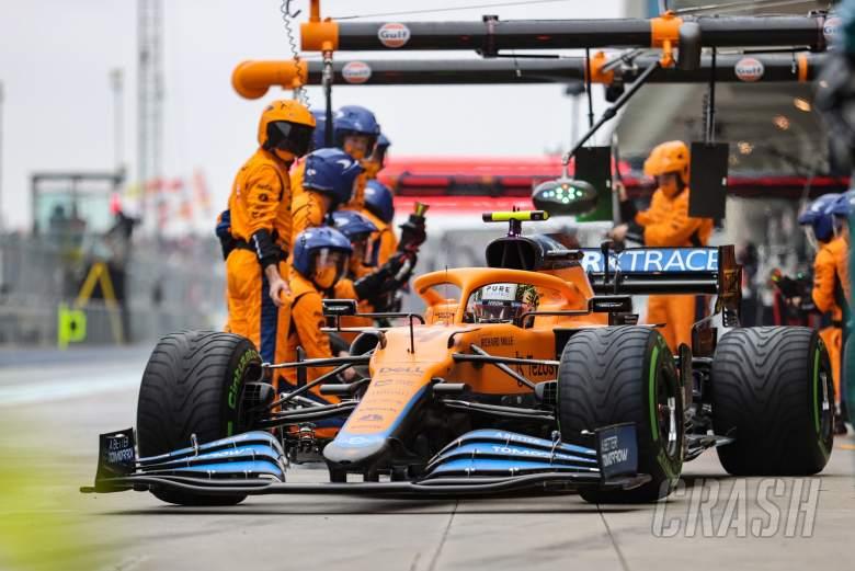 Lando Norris (GBR) McLaren MCL35M makes a pit stop.