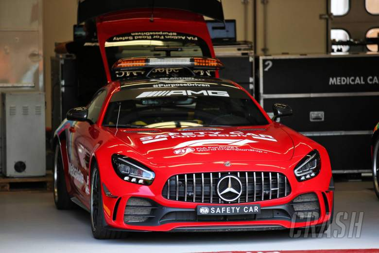 Circuit atmosphere - red FIA Safety Car.