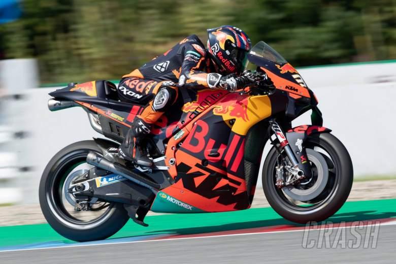 Binder badai untuk kemenangan MotoGP perdananya yang spektakuler untuk KTM di Brno
