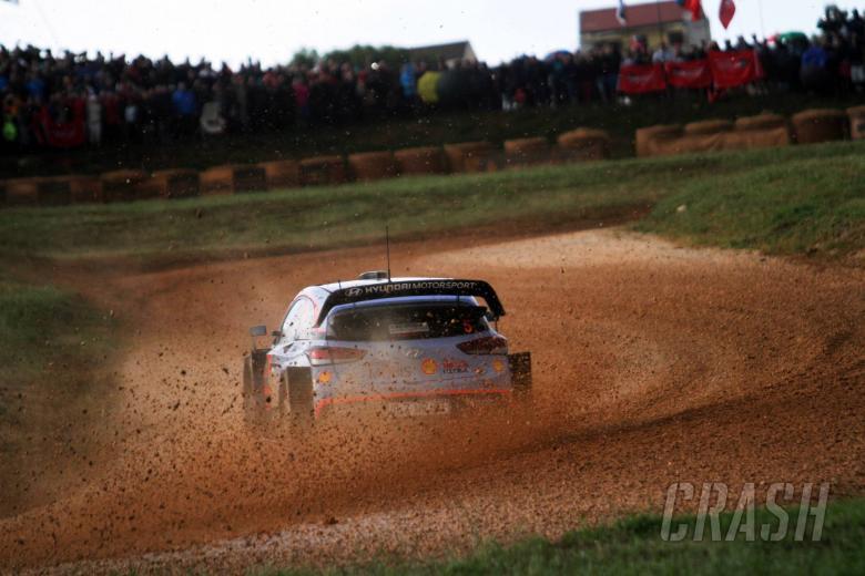 World Rally: Neuville slashes Ogier's lead