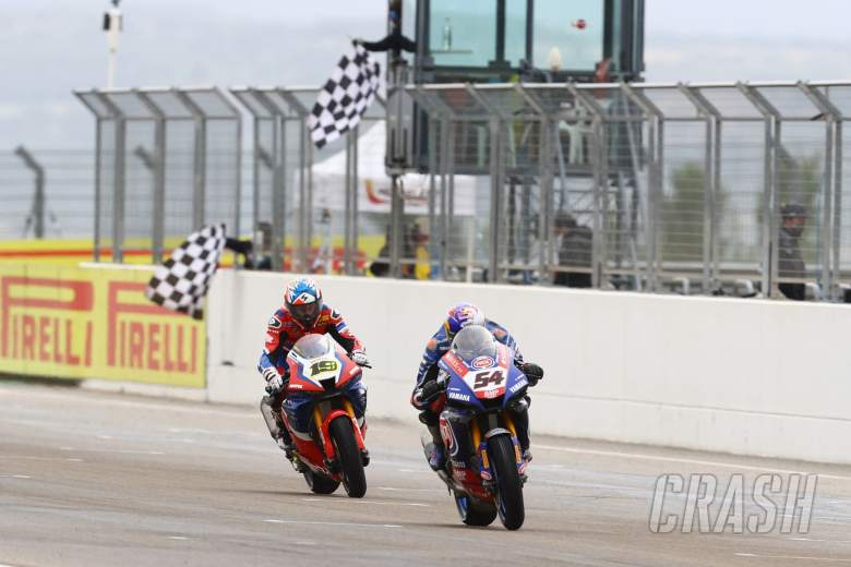 Toprak Razgatlioglu and Leon Haslam, Aragon WorldSBK Sprint Race 2021