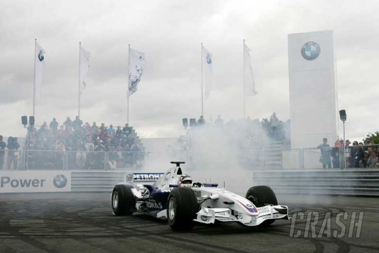 PICS: Mansell drives for BMW at Silverstone.