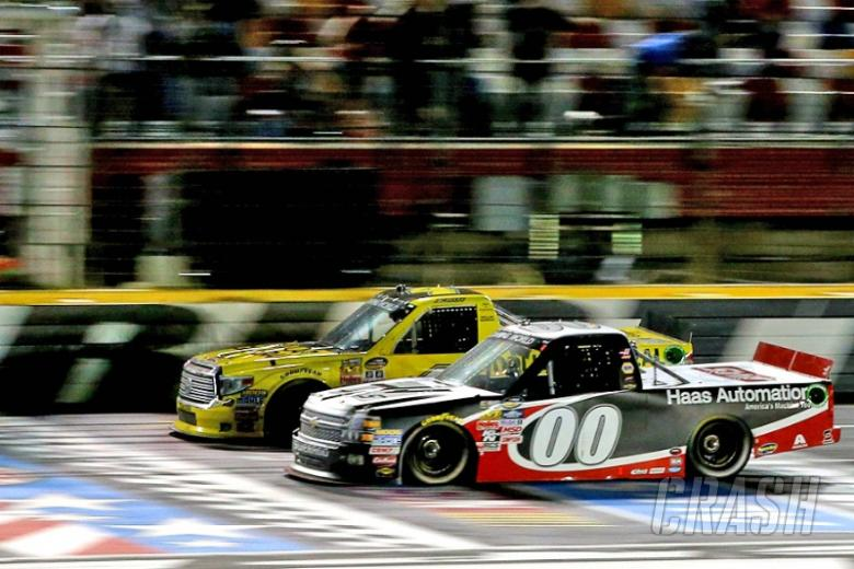 Kahne edges Jones by inches for Charlotte Truck win