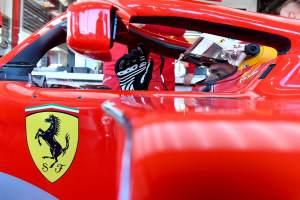 TONTON: Carlos Sainz berbelok di lap F1 pertamanya untuk Ferrari