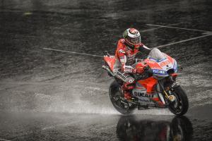 Lorenzo blames Silverstone, drainage as track 'looks like a sea'