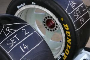 Dunlop TyresRd 6 V8 SupercarsQld RacewayIpswichAust 23rd Jul 2006