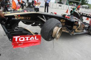 08.04.2011- Friday Practice 1, Vitaly Petrov (RUS), Lotus Renault GP, R31