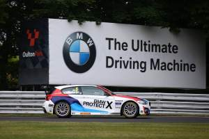 Collard leads BMW 1-2-3 domination in final Oulton race