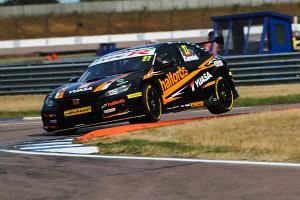 Cammish clinches maiden BTCC pole at Knockhill