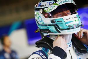 Sutton takes BTCC lead on 'bogey track'