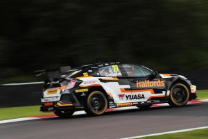 Cammish leads Plato in second BTCC practice
