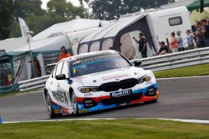 Turkington converts pole to win in Oulton opener