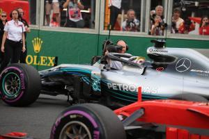 Siapa yang memenangkan perang pengembangan F1 awal?
