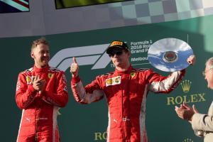 Raikkonen tertinggal dalam kegelapan karena strategi Vettel