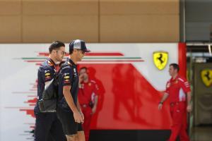 Ricciardo rules out F1 contract talks until European races