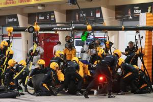 McLaren hit with fine after Vandoorne pit stop error