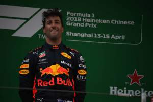 Red Bull hands Ricciardo F1 contract ultimatum
