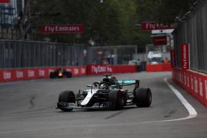 Late drama hands Hamilton Azerbaijan F1 victory