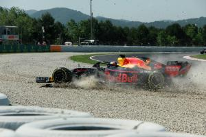 Ricciardo blames tailwind for FP1 off
