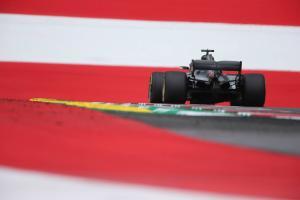 Hamilton on aero updates: Mercedes immediately better