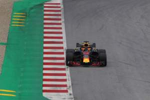 Ricciardo: Red Bull 'could have been more fair' with Verstappen tow