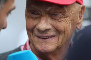 Lauda sends video message: 'I'll be there soon'