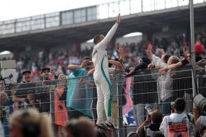 Hamilton 'happy' to battle through German GP 'negativity'