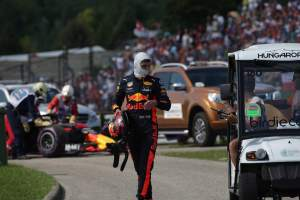 """Renault F1 engine failures """"difficult to accept"""" - Verstappen"""