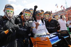 Motorsport pays tribute to Alonso