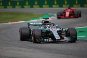 Hamilton wins Italian GP after Vettel clash, late pass on Raikkonen