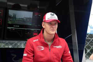 Name 'won't burden' Schumacher's progress to F1 - Hamilton