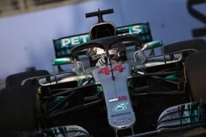 Hamilton predicts three-way fight in Singapore
